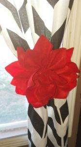 These DIY Dahlia flower curtain tie backs are an easy home decor craft project that anyone can do.  Click through to see how you can make these for your own curtains!